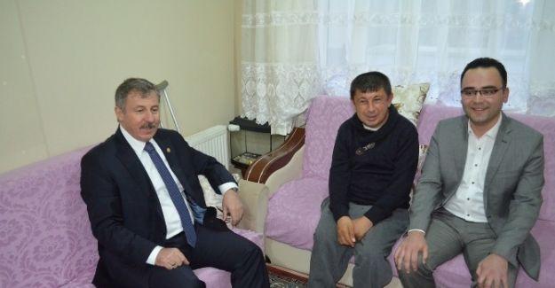 AK Parti'li Özdağ'dan engelli vatandaşa akülü araç
