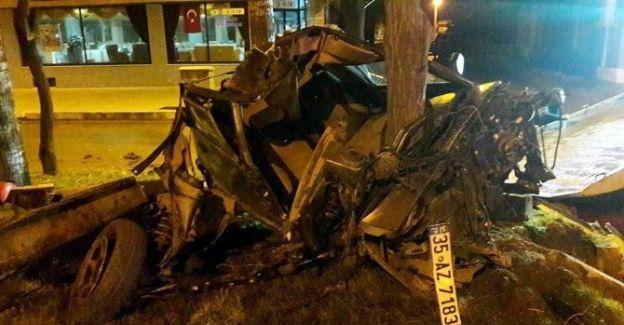 Manisa'da otomobil ağaca çarptı: 1 ağır yaralı
