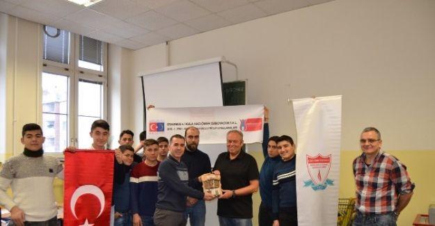 Öğrenciler Viyana'dan Döndü