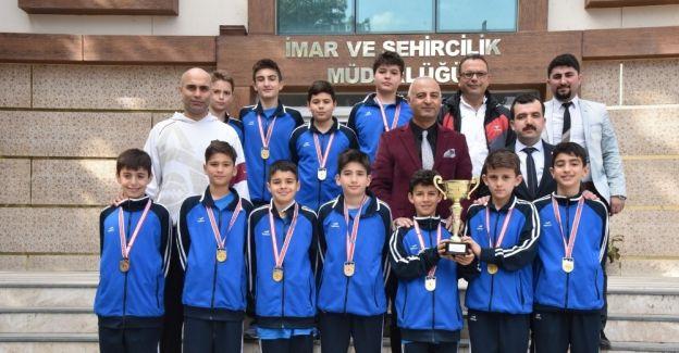 Başarılı basketbolculardan Yunusemre'ye teşekkür