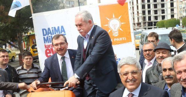 AK Partili Demiröz Akhisar'da destek istedi
