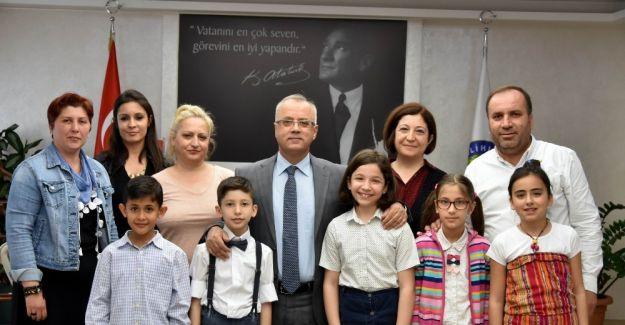 Minik piyanistlerden Başkan Kayda'ya konser daveti