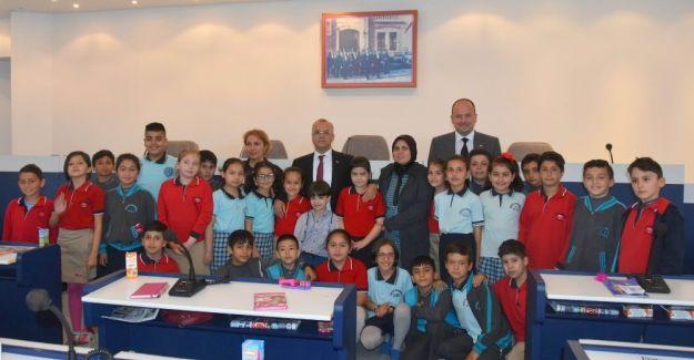Öğrenciler sosyal bilgiler dersini belediyede işledi