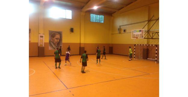 Satır Mustafa ve Taksi Zeki Futsal Turnuvasında 3 hafta geride kaldı