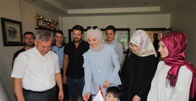 AK Parti'li gençlerden Başkan Yaralı'ya doğum günü sürprizi