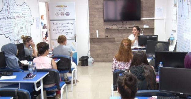 Yunusemre'de hanım lokallerinde kayıtlar başladı