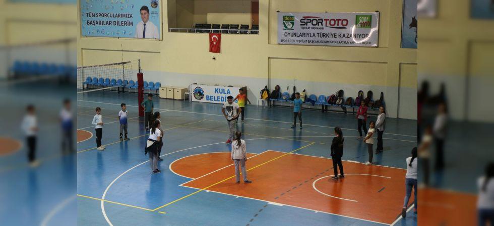 Kula'da Badminton Eğitimlerine Başlandı
