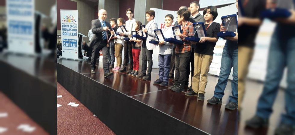 Manisa birincisi öğrenci ödülünü İstanbul'da aldı