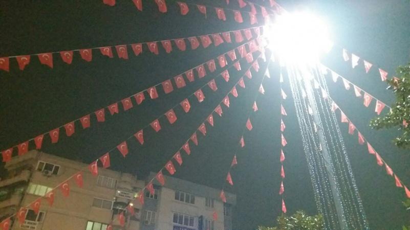 Manisa'da Bayraklar Yenilendi