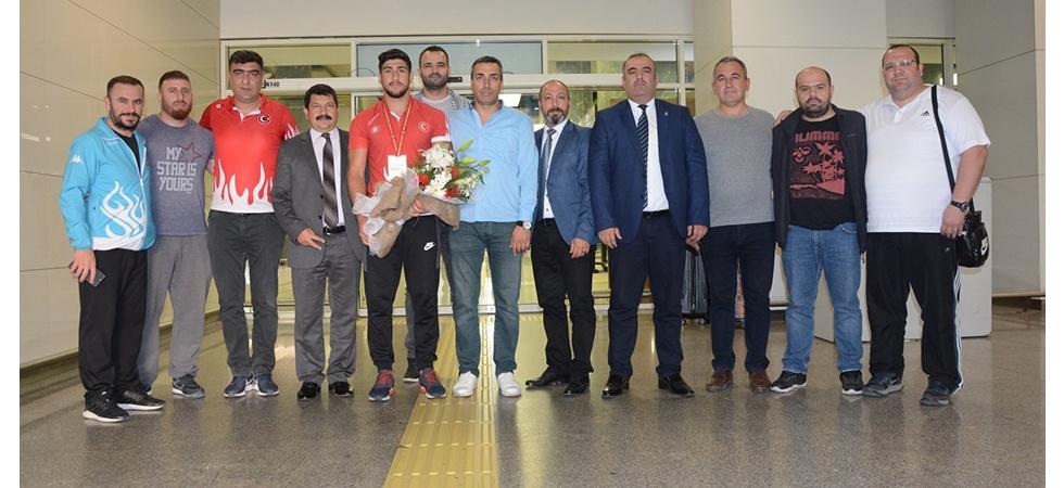 Manisa Büyükşehir'in gururu Şişmanlar coşkuyla karşılandı