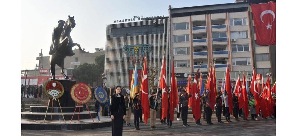 Manisa'nın ilçelerinde Atatürk, özlem ve saygı ile anıldı