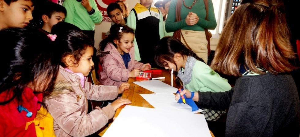 Öğrenciler engelli olmanın zorluklarını sergiledi