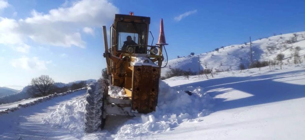 Alaşehir'de karla mücadele devam ediyor