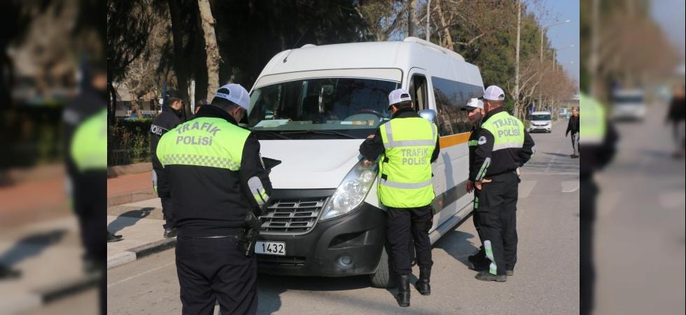 Manisa'da okul servis araçlarına ceza yağdı