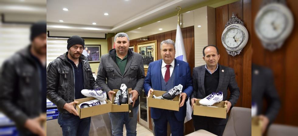 Yunusemre'den Pelitalanspor'a malzemesi desteği