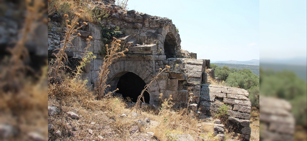 Aigai Antik Kentinde Kaçak Kazıya Suçüstü