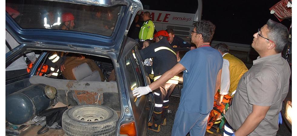 Akhisar'da feci kaza: 1 ölü, 5 yaralı