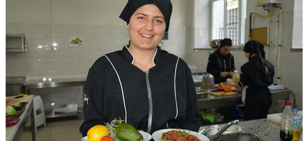 Öğrenciler En Güzel Salatayı Yapmak İçin Yarıştı