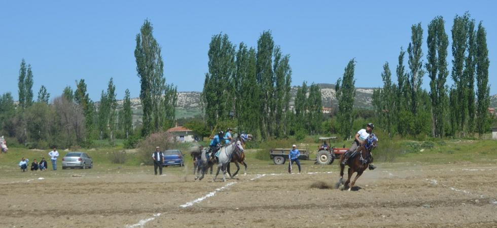 Selendi'de atlı cirit heyecanı başladı
