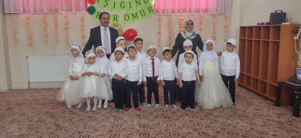 Minik öğrenciler kumbaralarını Yemen için bağışladı