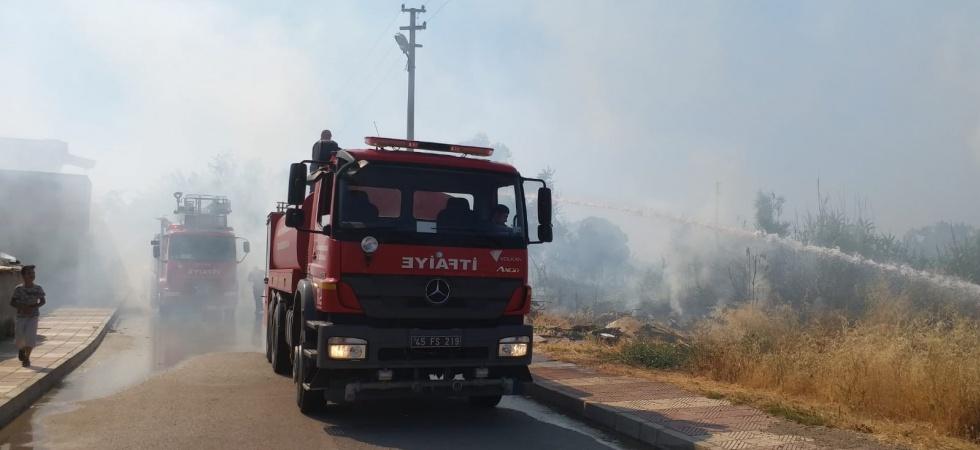 Anız yangını odunluğu kül etti