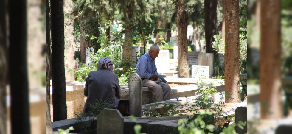 Bayram öncesi mezarlıklara akın