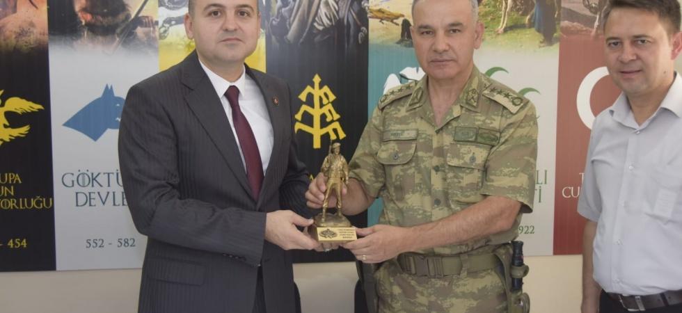 15 Temmuz Demokrasi ve Milli Birlik günü nedeniyle Tugay Komutanı Albay Dere'den Şehit Ailelerine ziyaret