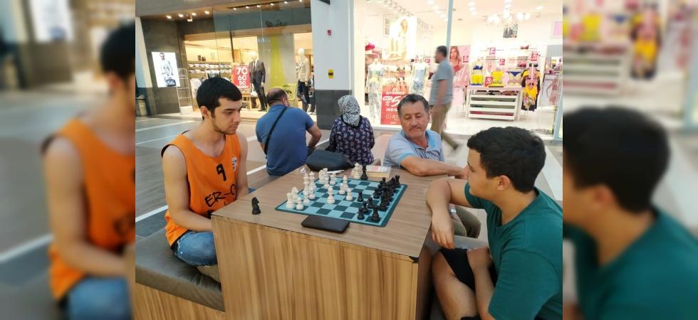 Forum Magnesia'dan 'Sokakta Satranç Var'a destek