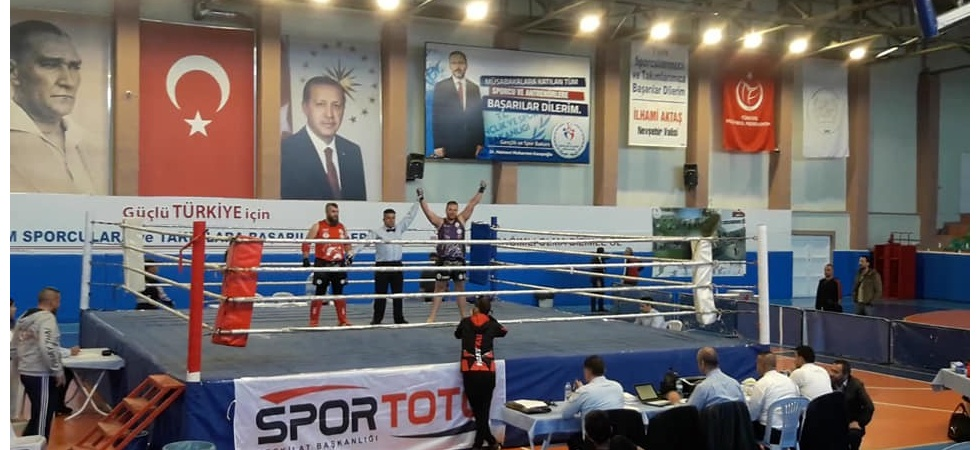 Salihlili sporcu Muay Thai'de Türkiye şampiyonu