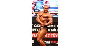 Eski milletvekilinin oğlu vücut geliştirmede Türkiye şampiyonu oldu