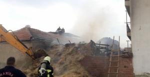 Manisa'da Samanlık Yangını Korkuttu