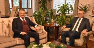 Manisa Valisi Deniz, Balıkesir Valisi Yazıcı'yı...