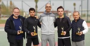 Salihli'de nefesleri kesen tenis turnuvası