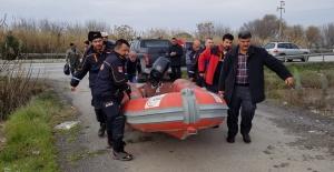 Foça'dan kiraladığı tekneyle köpeğini kurtardı
