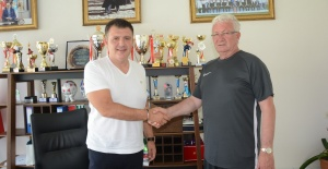 İsmail Ertekin, Manisa Futbol Kulübüyle 1 yıllık anlaşmaya imza attı