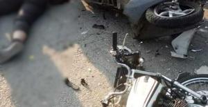 İki motosiklet kafa kafaya çarpıştı:2 yaralı