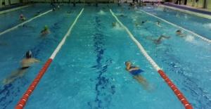 Yunusemre'de kış yüzme kursları başladı