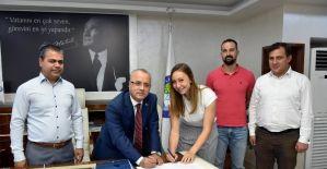 Salihli filede iki liberoya imza attırdı