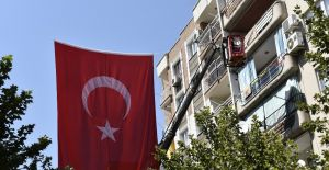 Yunusemre'de caddeler bayraklarla donatıldı