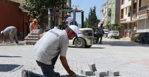 Yunusemre'de kilit parke taşı çalışmaları sürüyor