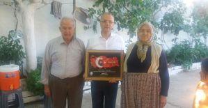 Başkan Kayda, şehit ailesine şehidin tablosunu hediye etti