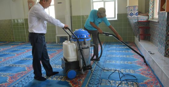 Yunusemre Belediyesinden cami temizliği