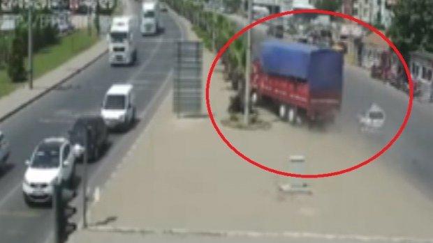 Manisa'daki trafik kazaları MOBESE'ye yansıdı