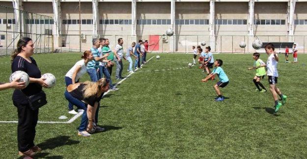 Manisa'da 'Ailemle Spor Yapıyorum' Projesi Büyük İlgi Görüyor