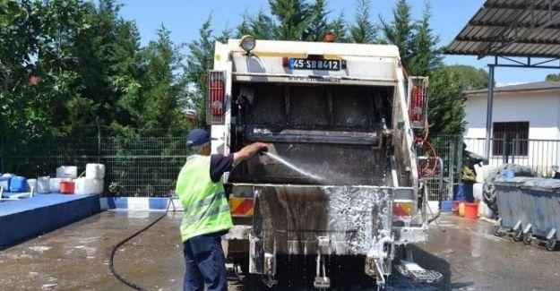 Salihli'de Çöp Konteynırları Temizleniyor