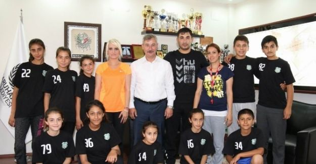 Saruhanlı'da Badminton Takımı Kuruldu