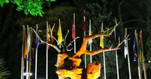 Şehitler Parkı'nın Gecesi Ayrı Gündüzü Ayrı Güzel