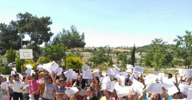 Selendi'de Öğrencilerin Karne Sevinci
