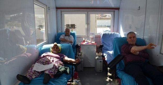 Kula'daki kan bağışına polisler de destek verdi