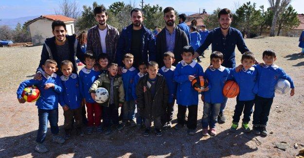 MCBÜ Öğrencilerinden Köy Okullarına Destek